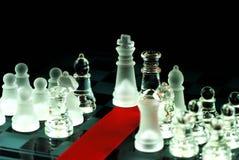 Ajedrez y cinta roja en tarjeta de ajedrez Fotografía de archivo libre de regalías