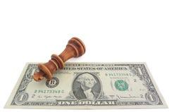 Ajedrez y dólar, jaque mate en dólar de EE. UU. Imagen de archivo libre de regalías