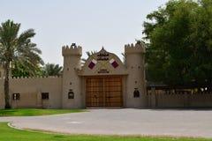 Ajman, ОАЭ - 6-ое апреля 2018 Крепость XVIII столетия, повернула в музей стоковые фотографии rf