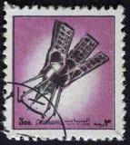 AJMAN/MANAMA - ОКОЛО 1972: Штемпель почтового сбора напечатал Ajman о истории космоса, стоковые изображения rf