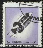 AJMAN/MANAMA -大约1972年:邮票由关于空间的历史的阿吉曼打印了, 库存图片