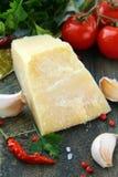 Ajo del queso de parmesano, pimienta de chile y perejil Fotografía de archivo