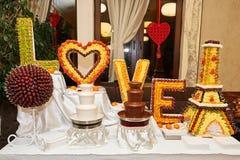 Ajournez complètement des desserts délicieux au restaurant Photo stock
