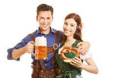 Ajouter à la bière et au bretzel à Photographie stock libre de droits
