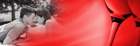 Ajouter à la transition de l'amour de la valentine des verres et du parc de vin Photographie stock