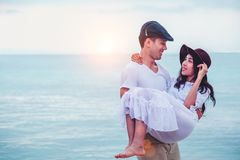 Ajouter au coeur d'aspiration sur la plage tropicale photo stock