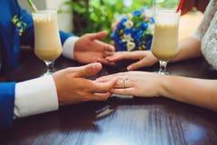 Ajouter au Latte au café Photo libre de droits