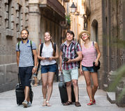 Ajouter aux bagages marchant la ville Image libre de droits