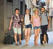 Ajouter aux bagages marchant la ville Photographie stock