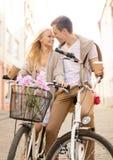 Ajouter aux bicyclettes dans la ville Photos libres de droits