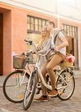 Ajouter aux bicyclettes dans la ville Photographie stock