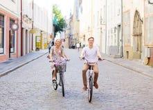 Ajouter aux bicyclettes dans la ville Photo libre de droits