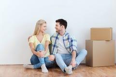Ajouter aux boîtes en carton se déplaçant à la nouvelle maison Images stock