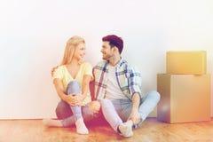 Ajouter aux boîtes en carton se déplaçant à la nouvelle maison Photo stock