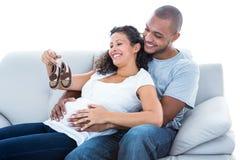 Ajouter aux chaussures de bébé Image libre de droits