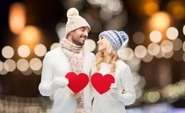 Ajouter aux coeurs rouges au-dessus des lumières de Noël Photographie stock libre de droits