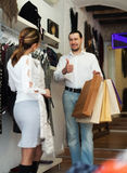 Ajouter aux paniers à la boutique d'habillement Photos libres de droits