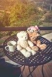 Ajouter d'ours de nounours de concept à l'amour et relations pour valent Image libre de droits