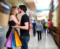Ajouter de baiser heureux aux paniers Photographie stock
