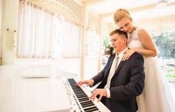 Ajouter de mariage au piano photo stock