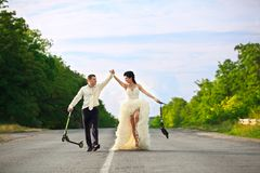 Ajouter de nouveaux mariés aux scooters Image libre de droits
