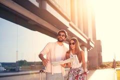 Ajouter de touristes urbains à la lumière du soleil Images libres de droits