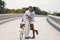 Ajouter divers avec du charme romantiques à la bicyclette image stock