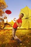 Ajouter drôles aux parapluies Images libres de droits