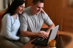 Ajouter heureux à l'ordinateur portatif 2 Photo stock