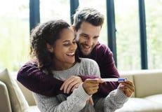 Ajouter heureux aux actualités de grossesse Images stock