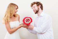Ajouter heureux aux fleurs de groupe de sucrerie Amour Images libres de droits