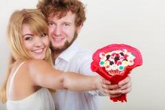Ajouter heureux aux fleurs de groupe de sucrerie Amour photos stock