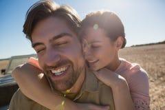 Ajouter heureux aux yeux fermés sur le paysage Photos libres de droits
