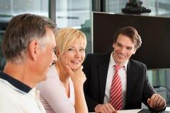 Ajouter mûrs au conseiller financier photos stock