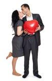 Ajouter romantiques au ballon dans la forme du coeur, de la belle femme et de l'homme d'isolement sur le fond blanc Image libre de droits