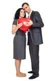 Ajouter romantiques au ballon dans la forme du coeur, de la belle femme et de l'homme d'isolement sur le fond blanc Photographie stock libre de droits