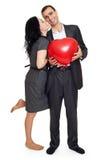 Ajouter romantiques au ballon dans la forme du coeur, de la belle femme et de l'homme d'isolement sur le fond blanc Images stock