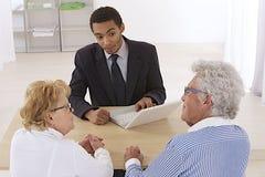 Ajouter supérieurs au conseiller financier images stock
