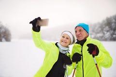 Ajouter supérieurs au ski de fond de smartphone Images stock