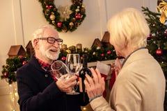 Ajouter supérieurs au vin à Noël Photographie stock