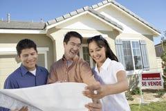 Ajoutez à l'agent de Real Estate images libres de droits