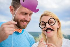Ajoutez de l'amusement Fabrication de la fête d'anniversaire drôle de photos Juste pour l'amusement Concept d'humeur et de rire C image libre de droits