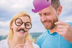 Ajoutez de l'amusement Fabrication de la f?te d'anniversaire dr?le de photos Juste pour l'amusement Concept d'humeur et de rire C image libre de droits