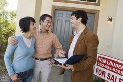 Ajoutez à l'agent de Real Estate Photos stock