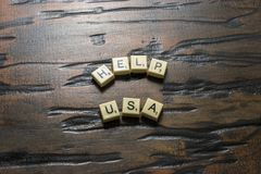 Ajuda branca EUA da telha no woodgrain foto de stock