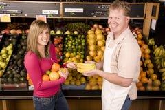 Ajuda com banana Fotografia de Stock Royalty Free
