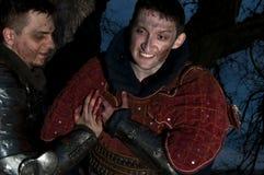 Ajuda do cavaleiro um outro cavaleiro ferido Foto de Stock
