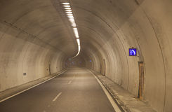 Ajuda do túnel Fotos de Stock Royalty Free