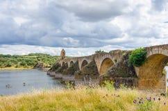 Ajudabrug over de rivier van Guadiana tussen Elvas Stock Afbeelding