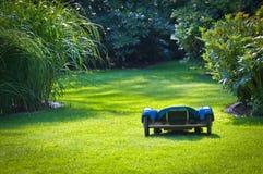 Ajudante robótico do gramado Imagens de Stock Royalty Free